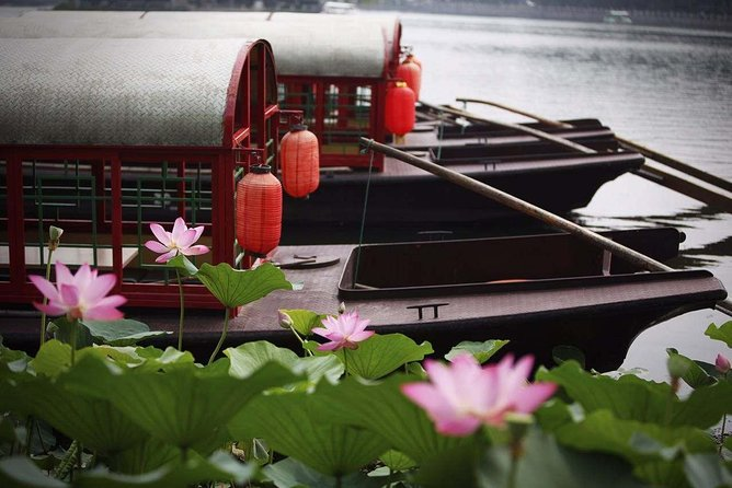 Beijing Hutong Night Tour with Yunnan Style Dinner and Chartered Boat Ride at Houhai Lake photo 6