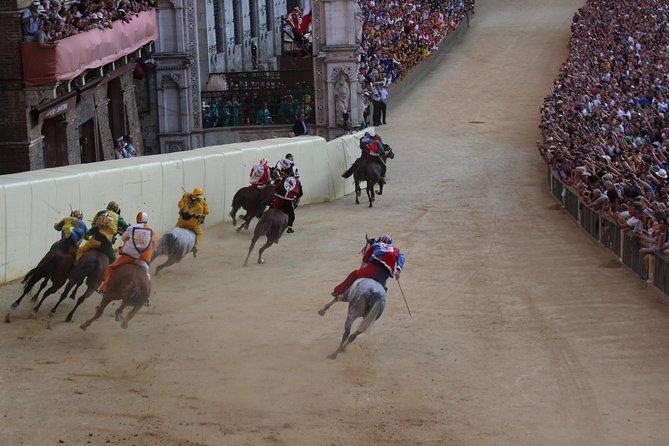 Palio de Siena: acceso al balcón para la carrera de caballos más antigua del mundo