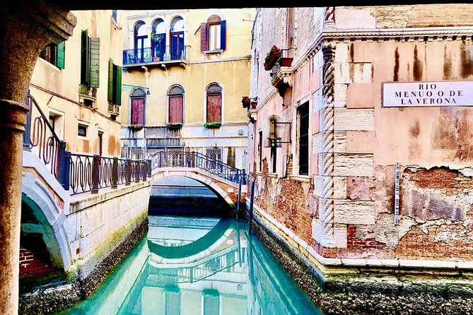 Discover Venice Walking Tour with Gondola Ride