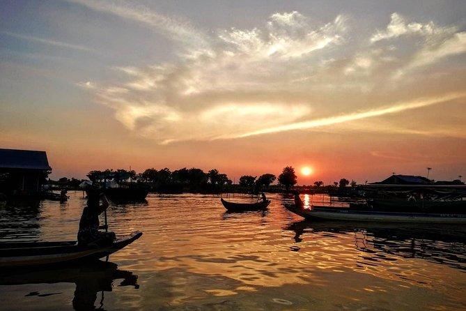 Tour de groupe au coucher du soleil au village flottant