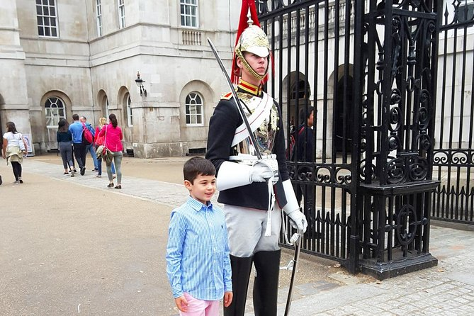 Kid-Friendly London Tour of Must-See Sites with Downing Street & Exclusive Guide