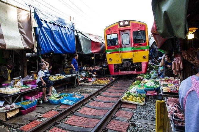 Private Tour : Mae-klong Railway & Damnoen Saduak Floating Market