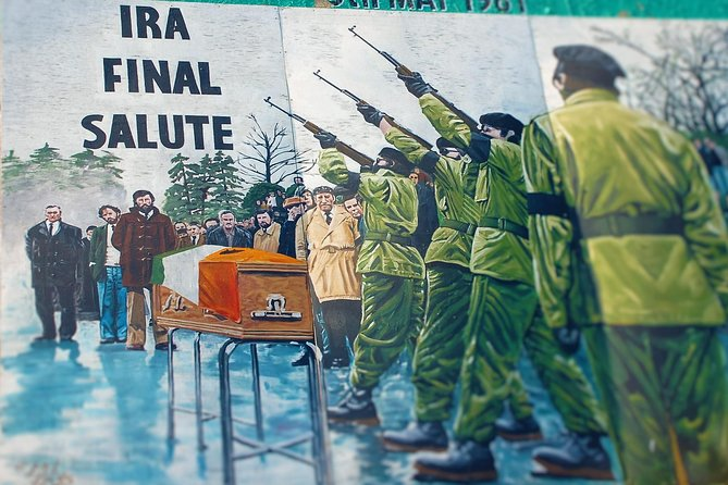 Republican Loyalist Mural & Peacewall Black Taxi Tour from Belfast