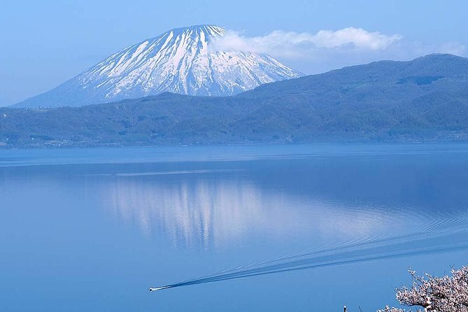 Lake Toya and Noboribetsu Hell Valley Day Tour