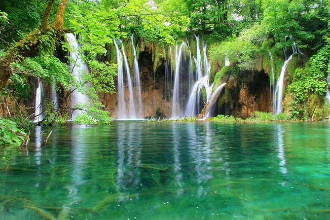 Plitvice Lakes Private Guided Tour from Zagreb with Transfer to Zadar