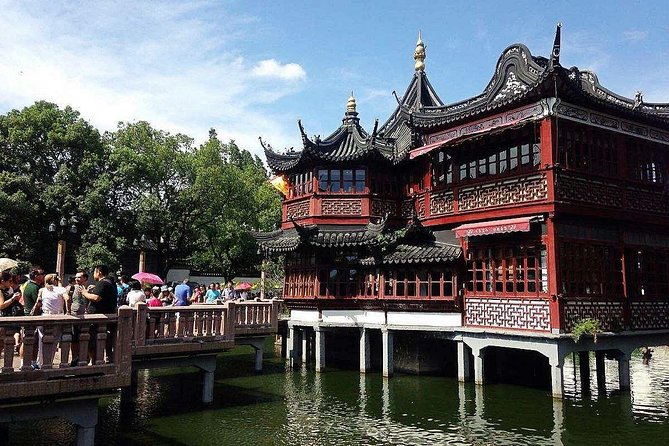 4-Hour Private Shanghai City Tour plus Acrobatic Show and Dinner