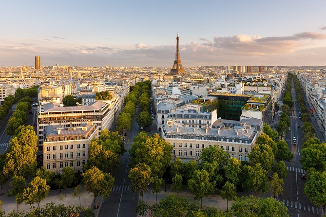 Private and personalized experience: see Paris with a local