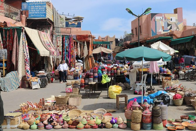 Sightseeing guide city tour of Marrakech with art historian guide