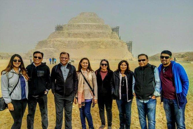 Privat guidad dagstur till Giza-pyramiderna och Saqqara inklusive 1-timmars soluppgångskamel eller ridning och egyptisk frukost