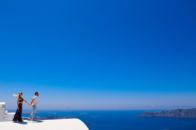 Personal Travel and Vacation Photographer Tour in Santorini