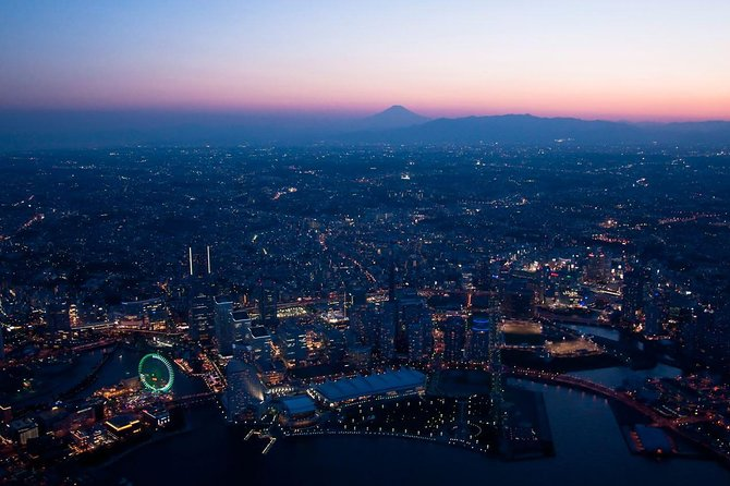 Private Helicopter Tour to see Yokohama night view after the Sunset