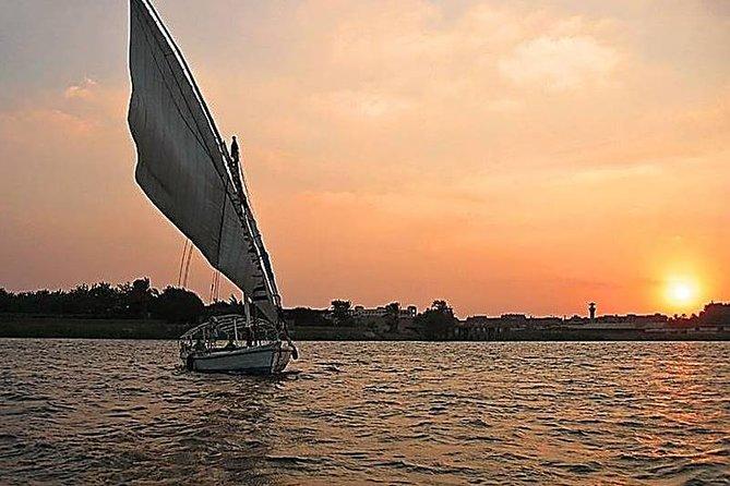 Paseo en faluca por el Nilo de El Cairo con puesta de sol del Nilo