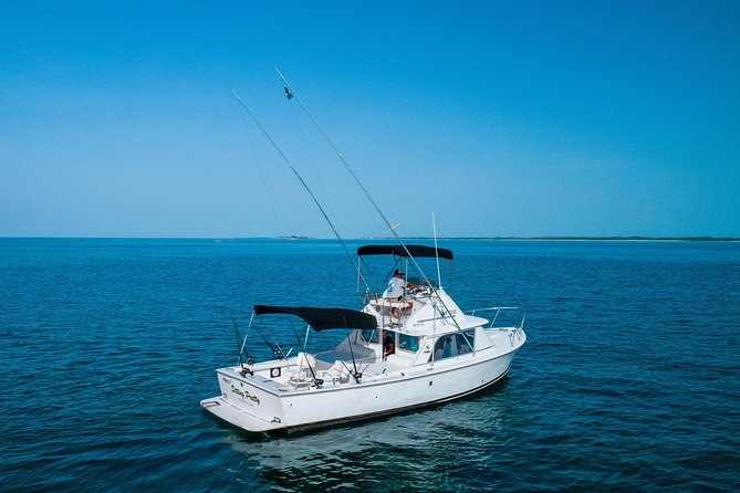 Private Half-Day Fishing Charter in Nassau 31ft photo 1