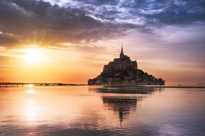 Private Day Trip to Mont Saint-Michel from Saint-Malo with local driver-guide