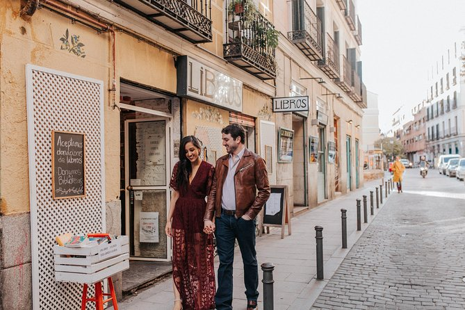 30 Minute Private Vacation Photography Session with Local Photographer in Madrid