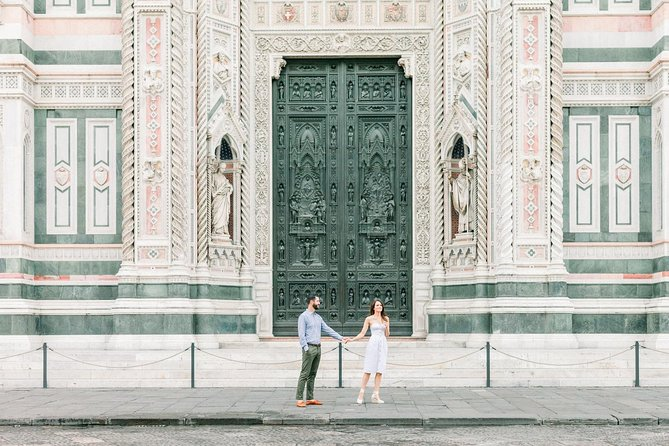 60 Minute Private Vacation Photography Session with Local Photographer in Florence