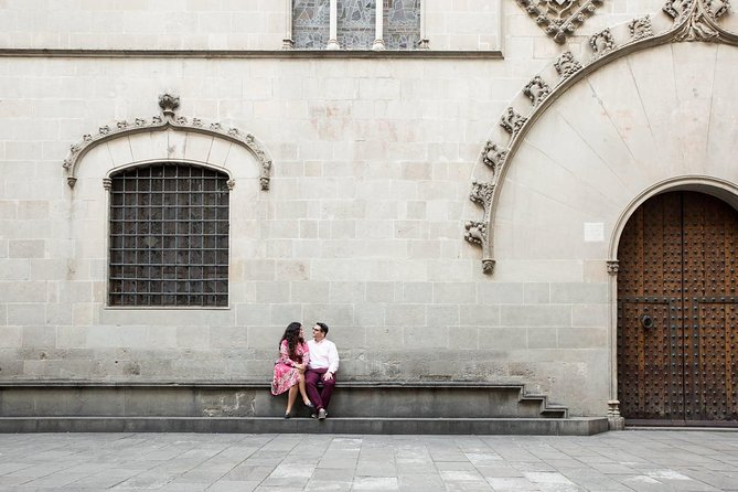 30 Minute Private Vacation Photography Session with Local Photographer in Barcelona