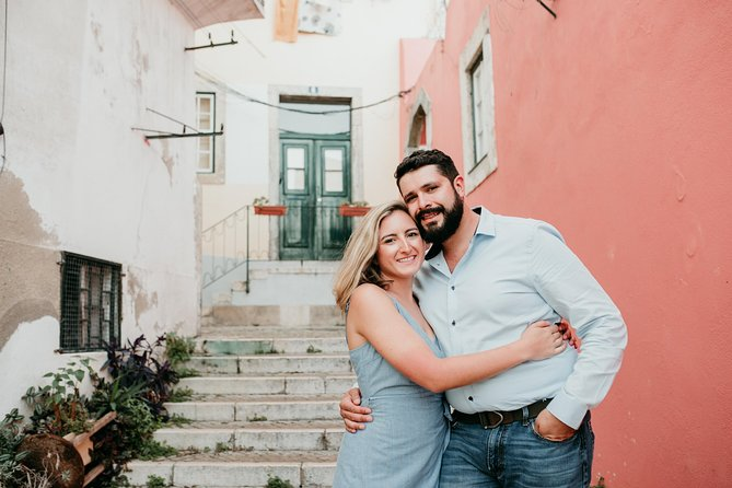 30 Minute Private Vacation Photography Session with Local Photographer in Lisbon