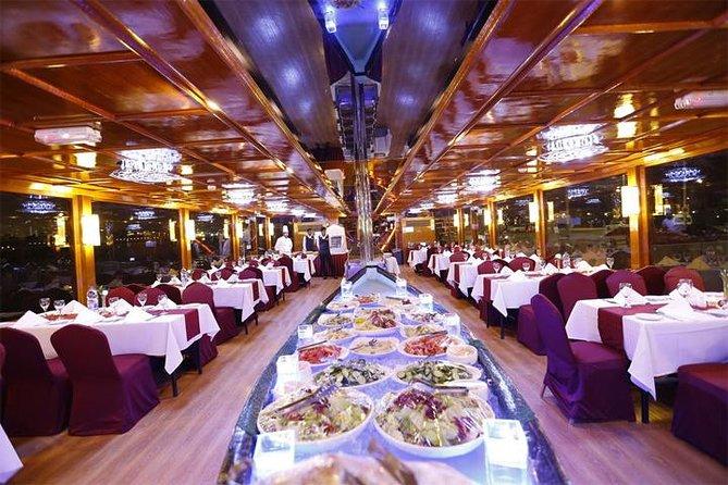 Dubai Marina 2-timmars romantisk middagskryssning