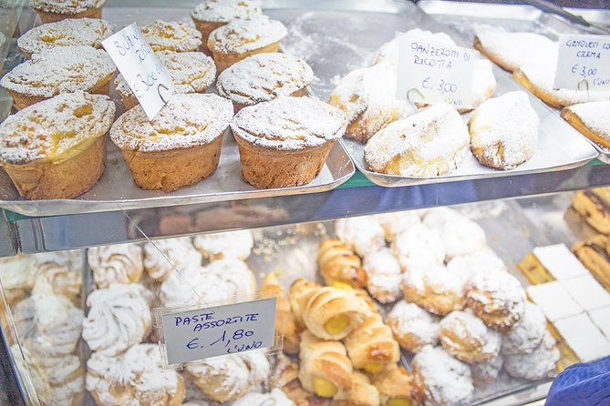 Dessert, Cakes & Typical Pastries Food Tour in Rome with Guided Sightseeing