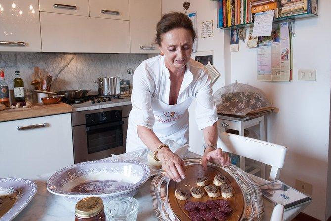 Privat matlagingskurs på Cesarinas hjem med smaker i Chianti