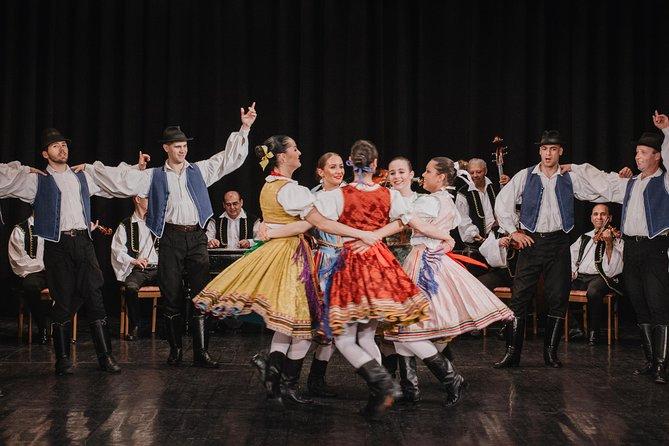 Tour del Parlamento y espectáculo folclórico húngaro más cena crucero