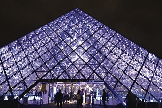 Christmas in Paris: The Louvre, Champs Elysees & Arc de Triomphe