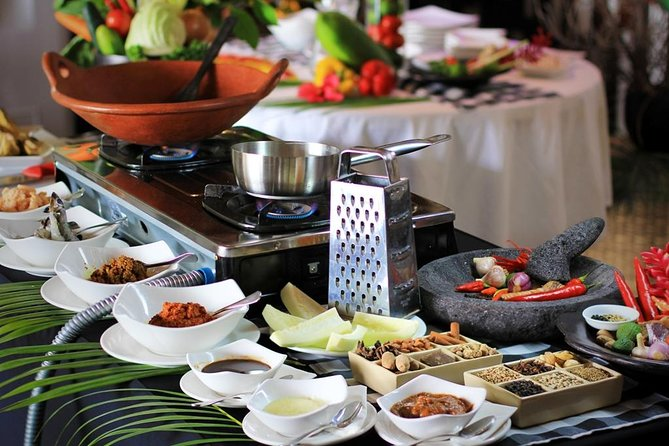 Traditional Balinese Cooking Class with Market Visit and Lunch in Seminyak