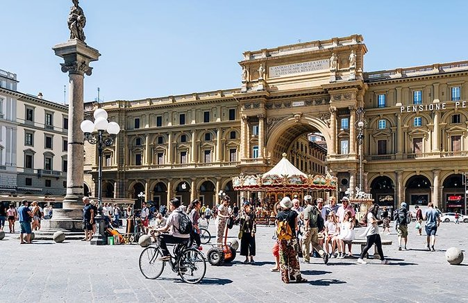 BE THE FIRST: Early Bird Florence Walking Tour & Accademia Gallery (David)
