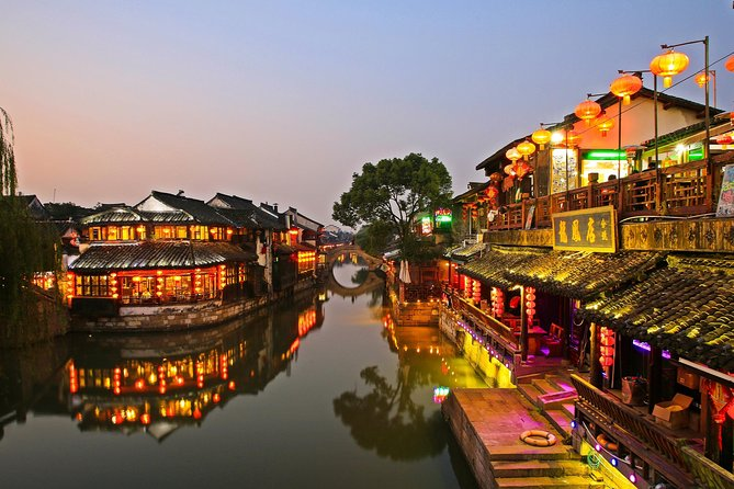 Private Tour to Xitang and Liantang Water Town from Shanghai with Dinner and Boat Ride