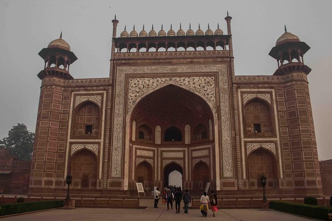 All Inclusive Private Trip to Taj Mahal from Delhi by Train