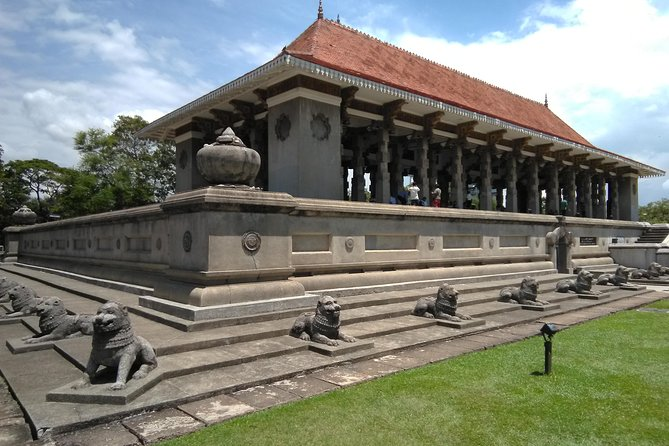 Private City tour in Colombo By tuk tuks or Cars