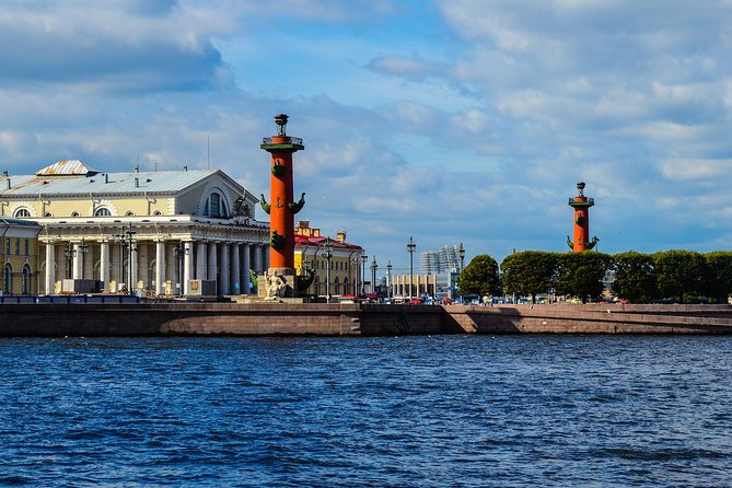 Mini-Group 2-Day Shore Excursion of St Petersburg Must-Sees and Boat Cruise
