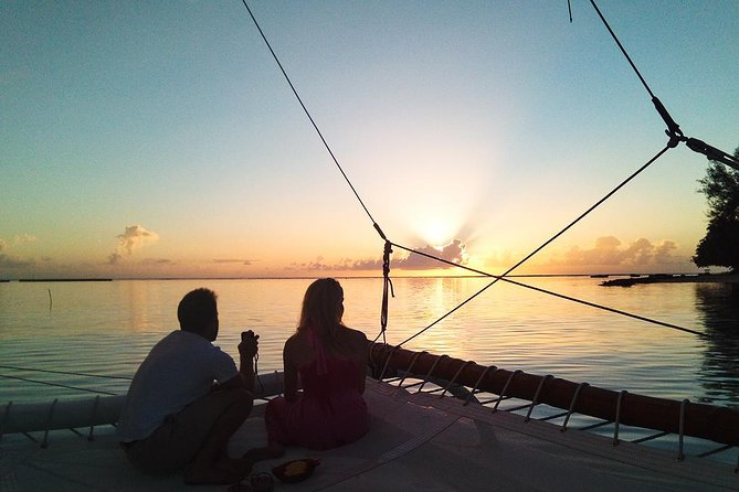 1.5 Hour Private Sunset Sailing Cruise in Moorea