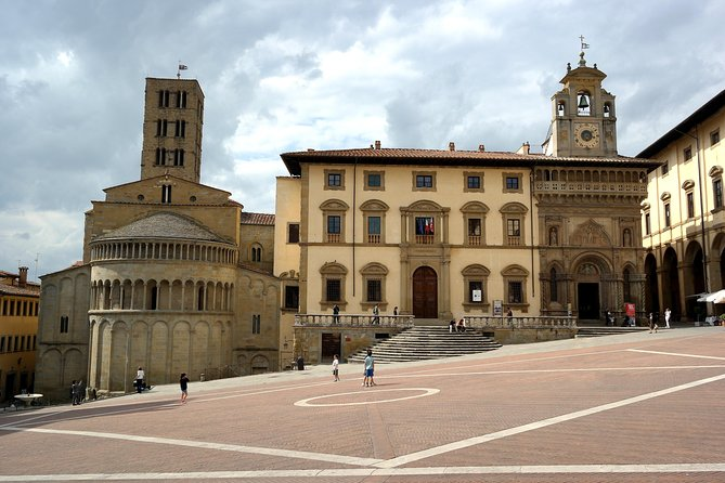 Arezzo Walking Tour with Professional Guide