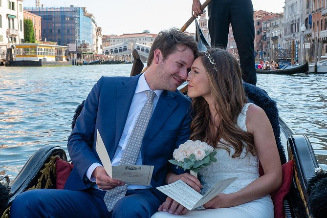 Renew your wedding vows on a romantic gondola