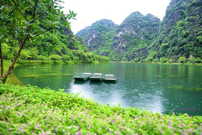 Ninh Binh Daily Tour: Hoa Lu - Am Tien Cave- Trang An boat ride photo 12