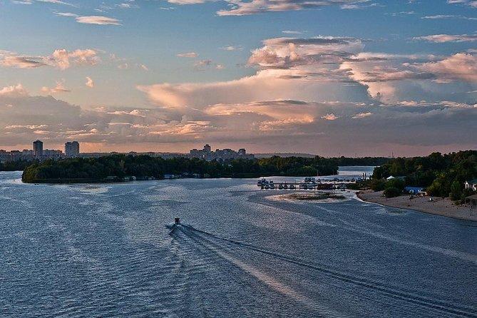 Tour privado en barco por el río Dnieper