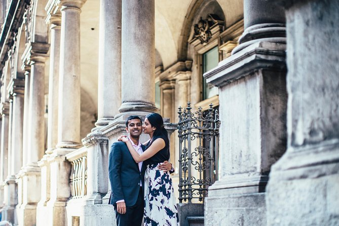 30 Minute Private Vacation Photography Session with Local Photographer in Milan