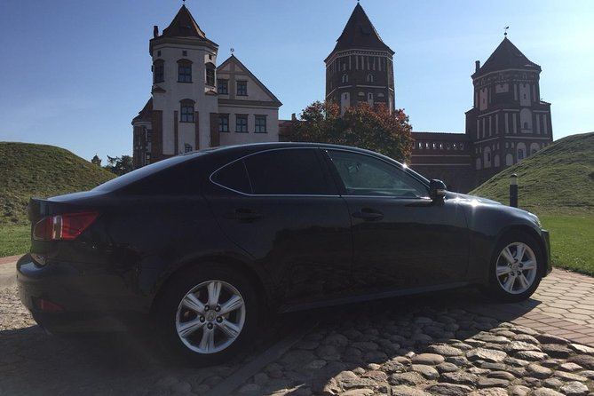 Sightseeing Tour to Nesvizh Castle by Lexus with English-speaking Driver