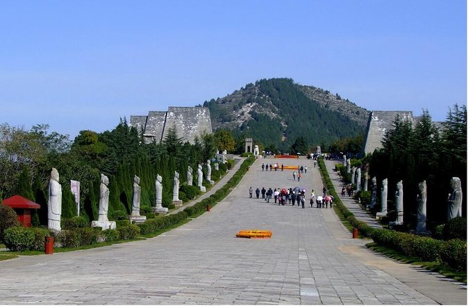 Private Xi'an Day Tour to Famen Temple and Qian Ling Mausoleum with English Speaking Driver
