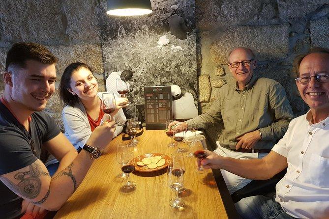 Excursão de 3 horas de degustação de vinho do Porto com 10 degustações