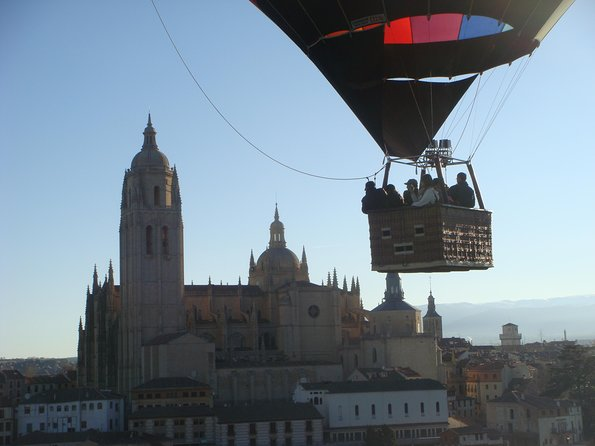 Hot-Air Balloon Ride over Segovia with Optional Transport from Madrid, Segovia, ESPAÑA