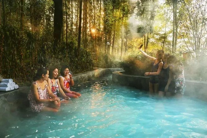 Private Day Trip: Beijing Badaling Ski Resort and Outdoor Hot Spring Experience