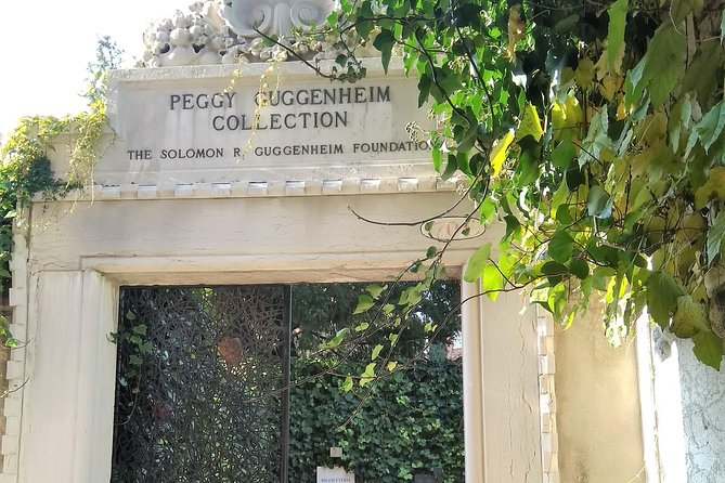 Private tour of the Peggy Guggenheim collection and Dorsoduro photo 6