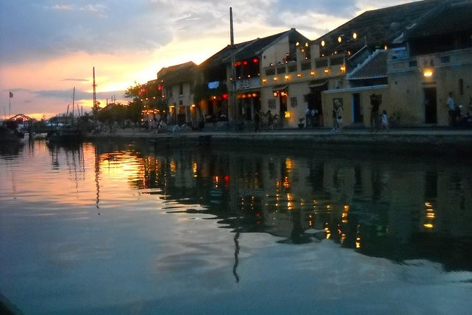 Private 2.5-hour Sunset River Cruise and Basket Boat Rowing in Hoi An