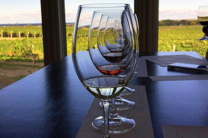 Full-Day Niagara Wine Tour with Lunch in Niagara-on-the-Lake and Optional Boat Ride