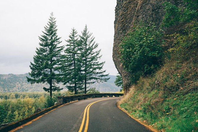 Afternoon Half-Day Multnomah Falls and Columbia River Gorge Waterfalls Tour from Portland