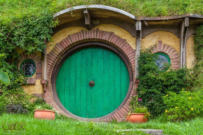 Tauranga Shore Excursion: Hobbiton Movie Set and Rotorua Geothermals Combo