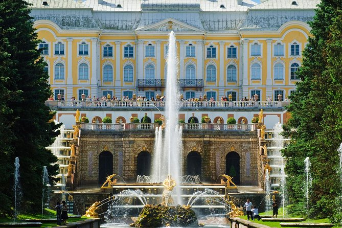 Private Tour to the Fountains of Peterhof and Catherine's Palace by Hydrofoil